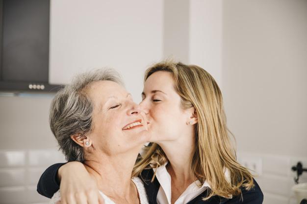 Rüyada Anneyi Öpmek