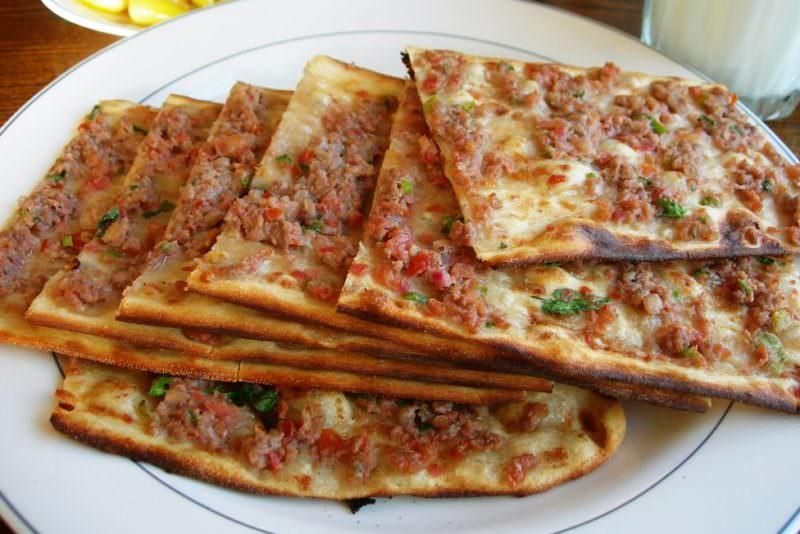 Rüyada Pişmiş Etli Büyük Pide Çok Yemek