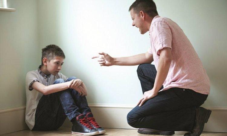 Rüyada Yaramaz Olan Kendi Erkek Çocuğunu Terlikle Dövmek