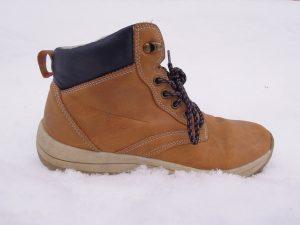 Rüyada Kahverengi Ayakkabı Giydiğini Görmek