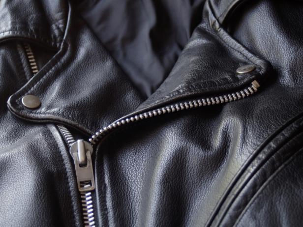 Rüyada Siyah Büyük Ceket Giymek