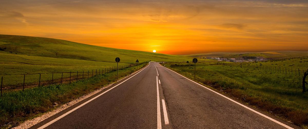 Rüyada Asfalt Yolda Yürümek ve Islanmak