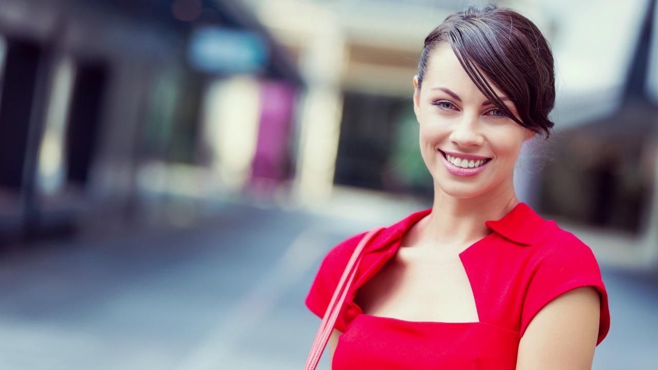 Rüyada Kırmızı Güzel Gömlek Giyen Kadın Görmek