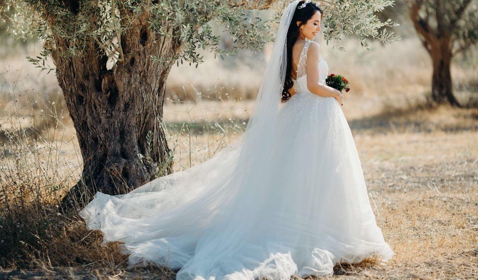 Rüyada Nişan Elbisesi Gelinlik Giydiğini Görmek