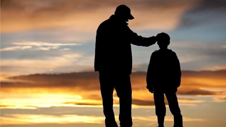 Rüyada Sevgilinin Babasının Elini Öpmek