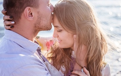 Rüyada Eski Sevgilinin Seni Omzundan Öpmesi