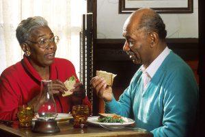 Rüyada Ölmüş Biriyle Yemek Yemek