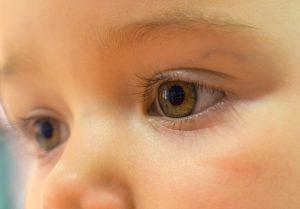 Rüyada Renkli Gözlü Bebek Görmek