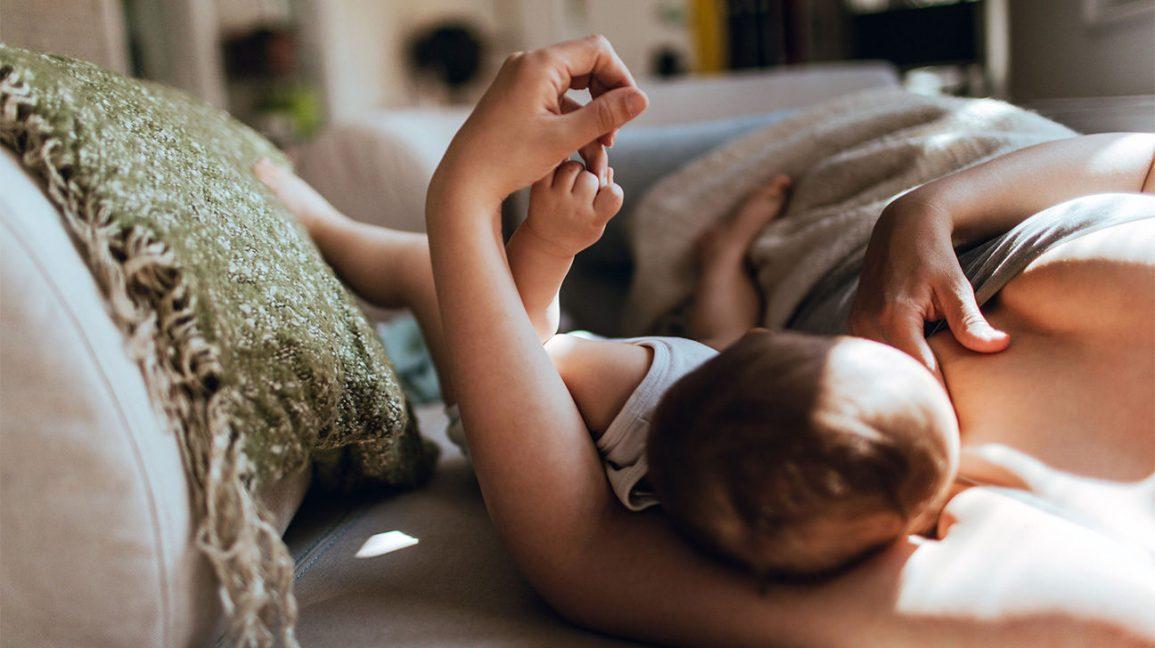 Rüyada Bekar Birinin Hasta Bebek Emzirmesi