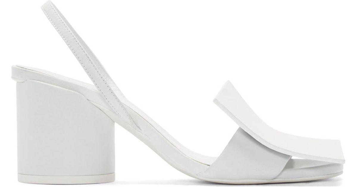 Rüyada Siyah Beyaz Topuklu Ayakkabı Görmek