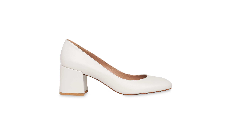 Rüyada Beyaz Topuklu Ayakkabı Görmek ve Giymek