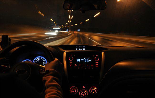 Rüyada Yeni Arabayla Uzak Bir Yabancı Yere Sürerek Gitmek