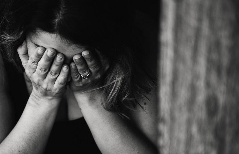 Rüyada Ölmüş Anneyi Görmek ve Ağlamak