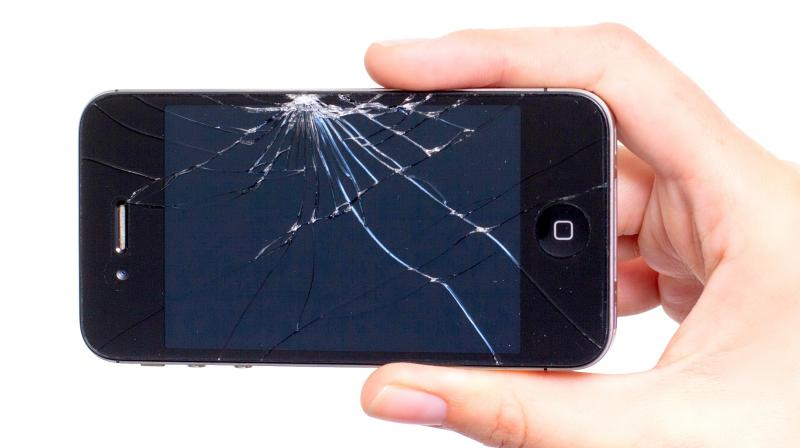 Rüyada Cep Telefonu Kırıldığını Görmek ve Üzülmek