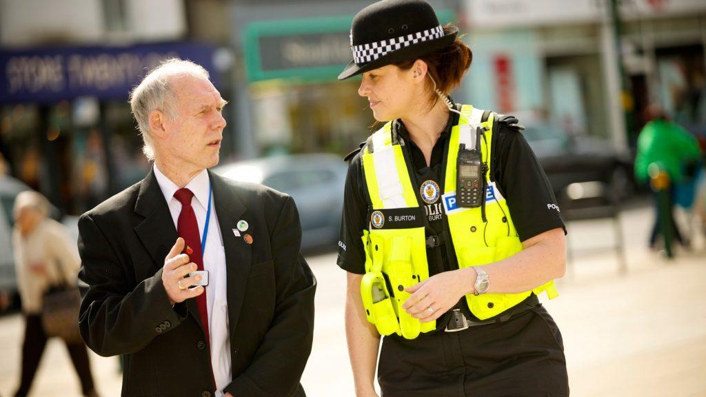 Rüyada Sinirli Kadın Polis Görmek