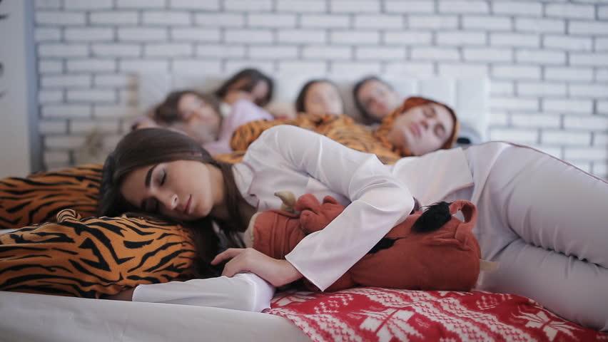 Rüyada Sevdiğin Birini Uyurken Görmek