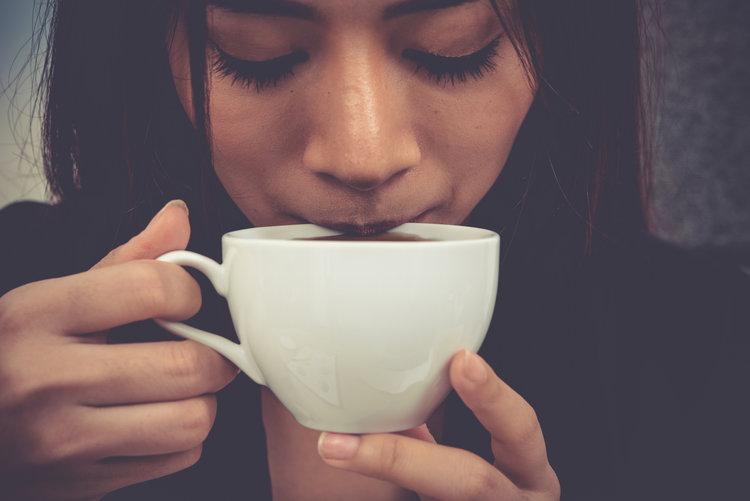 Rüyada Misafire Çay İkram Etmek ve İçmek