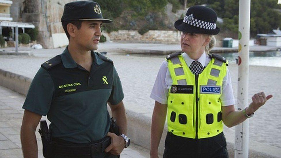 Rüyada Kadın Polis Görmek ve Konuşmak