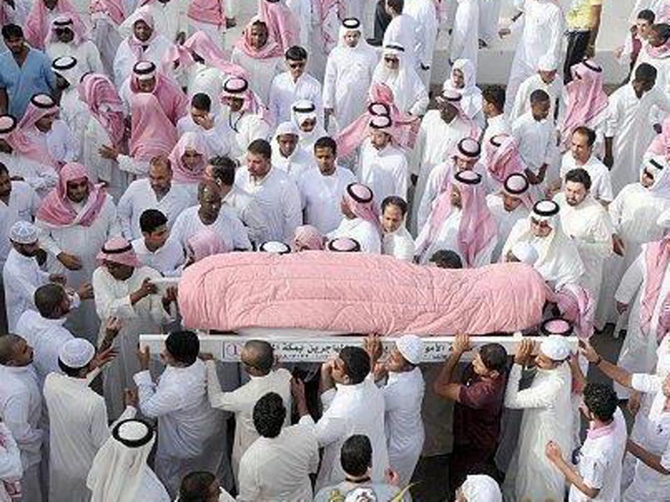 Rüyada Açıkta Cenaze Olan Namazı Avluda Görmek