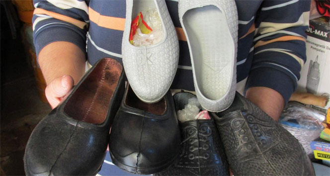 Rüyada Lastik Ayakkabı Görmek