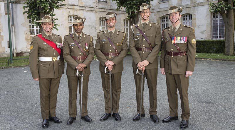 Rüyada Rütbeli Asker Temiz Kıyafeti Dolapta Görmek