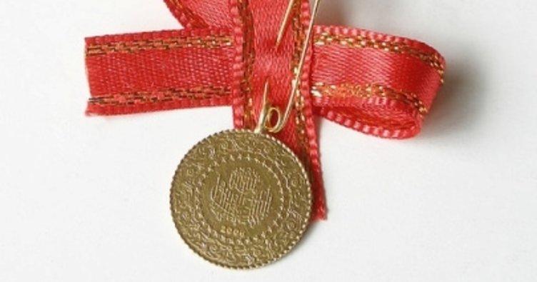 Rüyada Eski Çeyrek Bir Altın Nişanda Takmak
