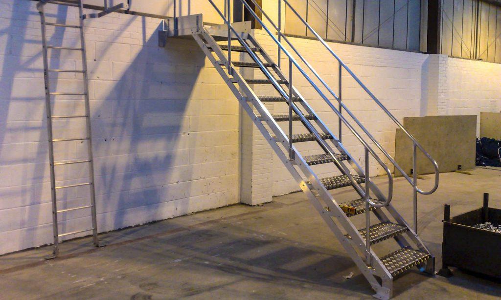 Rüyada Paslı Demir Merdiven Çıkmak