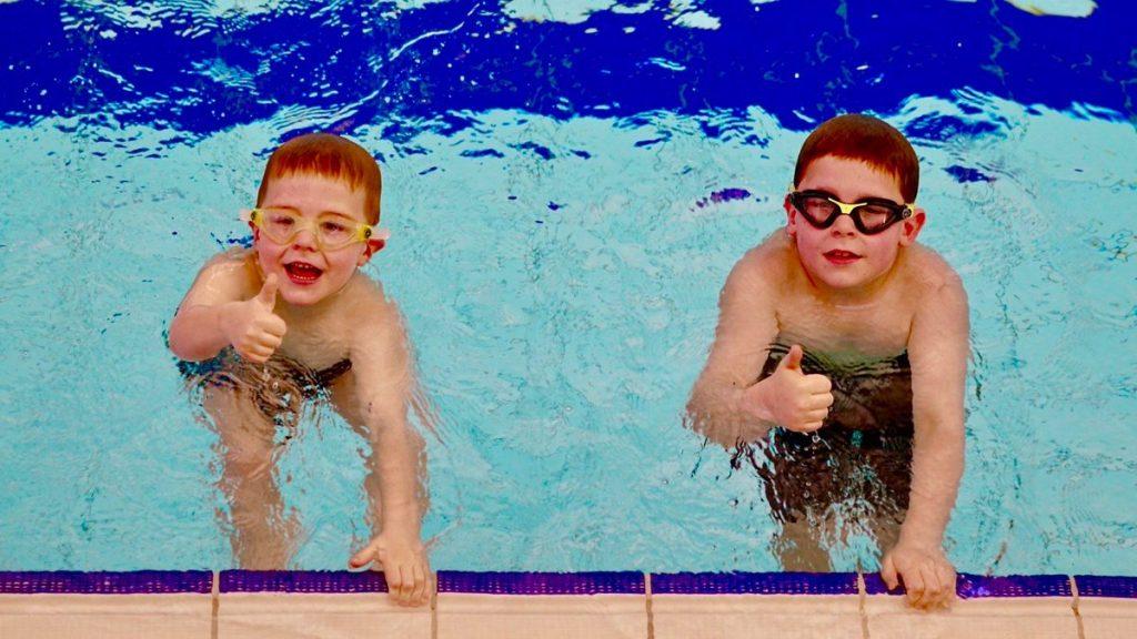 Rüyada Havuzda Sırt Yüz Üstü Çok Yüzmek